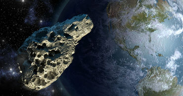 Диаметр астероида — от 88 до 200 метров, в то время как высота пирамиды Хеопса составляет 147 метров.