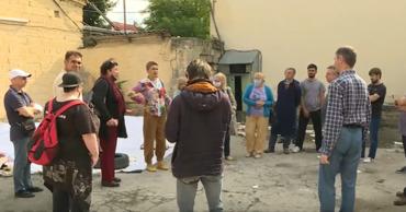 Артисты будут работать в Национальном дворце имени Николая Сулака и Дворце республики.