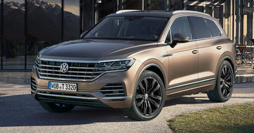 У Volkswagen Touareg появится новая бензин-электрическая версия.