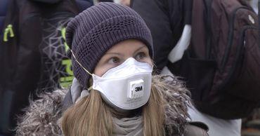 В США исчезли из продажи защитные маски.