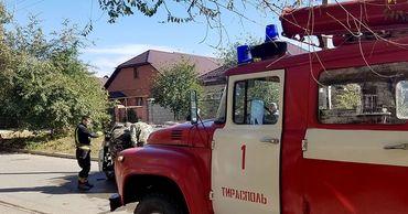 """В Тирасполе из-за короткого замыкания сгорели """"Жигули""""."""