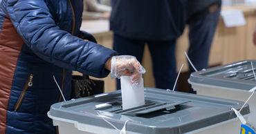 По данным ЦИК, к 10:00 избирательная явка составила 10,76%.