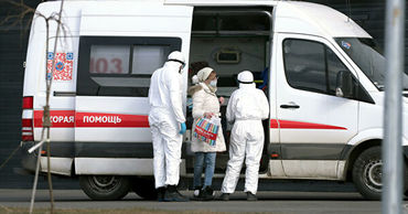 Мужчина в Петербурге заразил коронавирусом жену и ребенка.