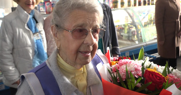 Торгующей медом на бельцком рынке долгожительнице исполнилось 93 года.