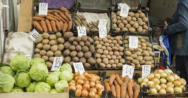 Платформа DA просит разрешить уличную торговлю сезонными овощами и ягодами. Фото: sputnik.md