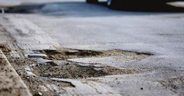 В Румынии суд постановил, что водители не обязаны объезжать ямы на дороге.
