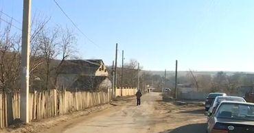 Жители десятков сёл годами ждут обещанные водопровод и канализацию.