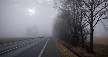 """Синоптики объявили """"желтый"""" уровень метеоопасности в связи с туманом."""