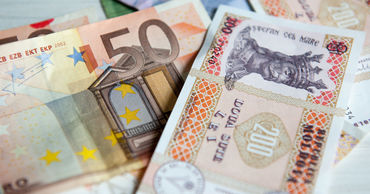 Евро и доллар подорожают по отношению к лею.