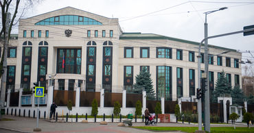 Посольство РФ в Молдове осудило очередной случай вандализма в отношении памятника советским солдатам.
