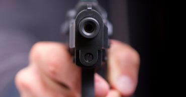 Возле села Минджир молодые люди устроили стрельбу.