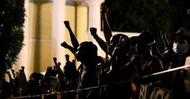 Миннеаполис вводит режим ЧС после убийства афроамериканца.