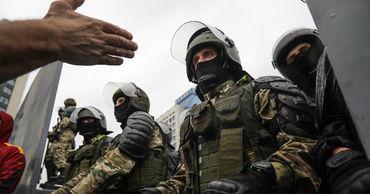 """Лукашенко лишил званий свыше 80 экс-силовиков за """"дискредитирующие поступки""""."""