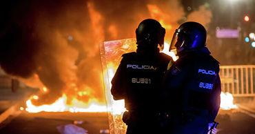 В Барселоне около совета внутренних дел Каталонии идут столкновения