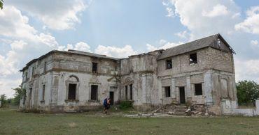 Поместье Яновского находится на грани разрушения. Фото: hikeme.club.