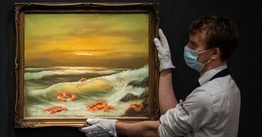 Бэнкси пожертвовал серию картин благотворительному аукциону.