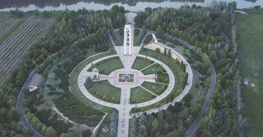 """Акция """"Свеча памяти"""" прошла В Молдове. Фото: mda.rs.gov.ru."""