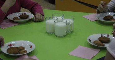Дети в детских садах едят много хлеба, круп, макарон и кондитерских изделий.