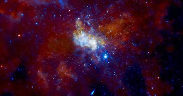 Черная дыра в центре Млечного Пути оказалась источником периодических радиосигналов.