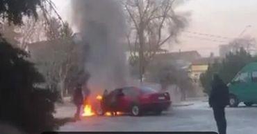 В Бельцах загорелась машина: пожарные несколько минут тушили пламя
