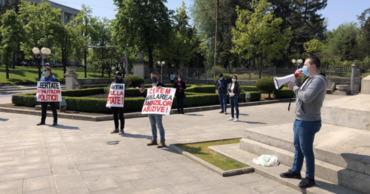 Во время пандемии в Кишиневе прошел флешмоб: Люди просят помощи у государства.