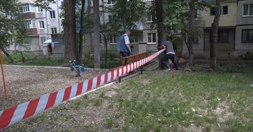 Детские игровые площадки все еще запрещено посещать.