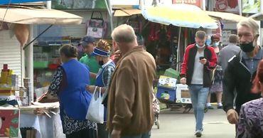 Граждане столицы забывают о масках, приходя на Центральный рынок.