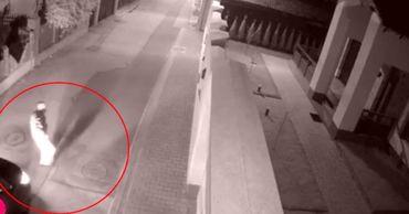 Появилось видео, как парень бросает взрывное устройство на Буюканах