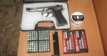 В багаже молдаванина обнаружили пистолет с патронами.