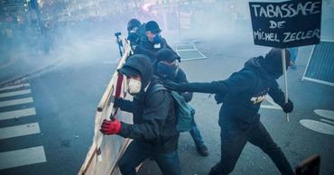 Во Франции прошли массовые протесты против ограничений свободы прессы.