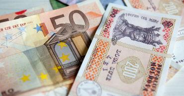 Эксперты считают, что скачок связан с желанием поддержать экспортеров/