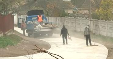 В селе Буцены ремонт дороги прекратили спустя 2 недели после его начала.
