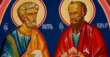 Православные верующие отмечают День Петра и Павла.