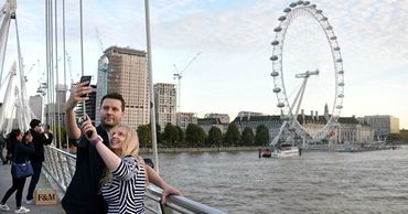 Британские власти просят туристов вернуться в Лондон и поддержать бизнес.