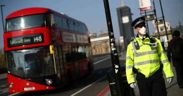 Великобритания вводит крупные штрафы за нарушение самоизоляции.