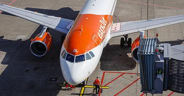 Слепого пассажира выгнали из самолета и оставили без помощи в аэропорту.