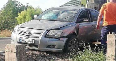 В центре села Кирсова автомобиль Toyota Avensis сбил пешехода.