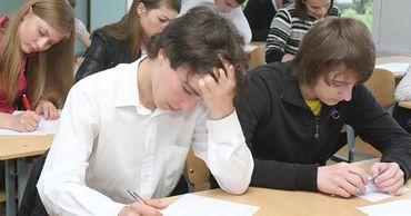 Родители и ученики просят отменить экзамены на степень бакалавра.