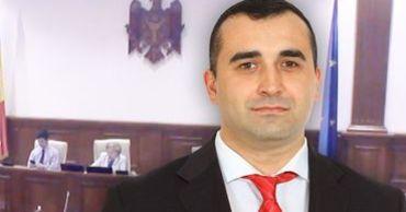 Генеральный секретарь парламента Адриан Албу.