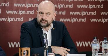 Представитель Олеси Стамате, кандидата от Партии действия и солидарности, депутат Владимир Боля.