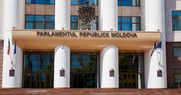 Парламент организует специальную программу для осенних школьных каникул.
