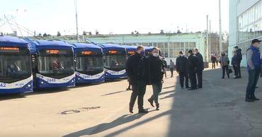 Водители и кондукторы оценили новые столичные троллейбусы.