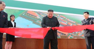 Появились первые фотографии Ким Чен Ына после слухов о его смерти.