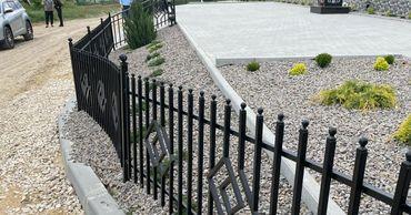 В Чишмикиое вандалы погнули ограду Мемориала памяти жертв голода
