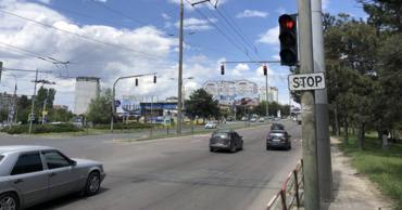 """Снятие """"зеленой стрелки"""" на перекрестке ул. Орхеюлуй и Чеукарь вызвало хаос."""