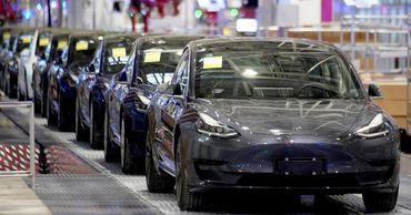 Tesla осталась лидером по  продажам электромобилей.