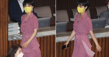 Надевшая мини-платье депутат вызвала возмущение корейцев.