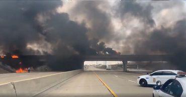 В США на трассе взорвалась автоцистерна с реактивным топливом.