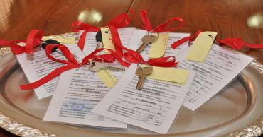 Шестеро детей-сирот в Бендерах получили ключи от своих новых квартир.