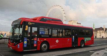 Лондонские автобусы используют для перевозки пациентов.